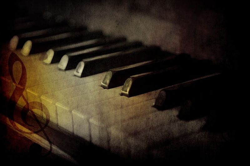 Piano keyboard dark colors