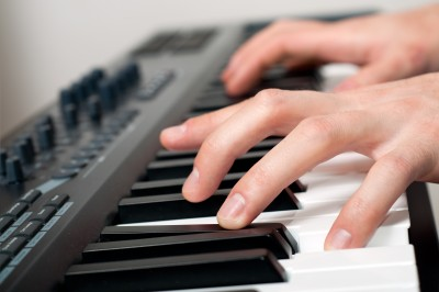 How to Play Piano Chords - How to Play Keyboard